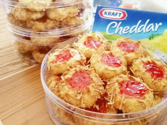 Cheese Thumbprint Cookies Dengan Selai Stawberry